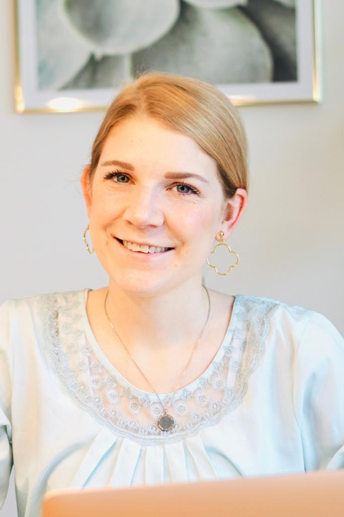 Janina Zimmermann lächelt in die Kamera